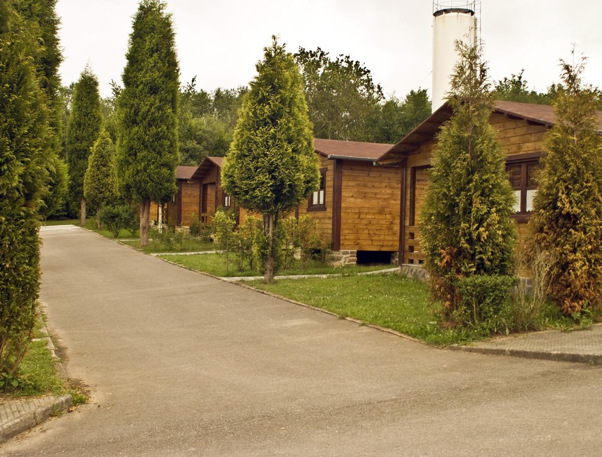Bungalows en asturias cerca de la playa camping la for Camping en leon con bungalows y piscina
