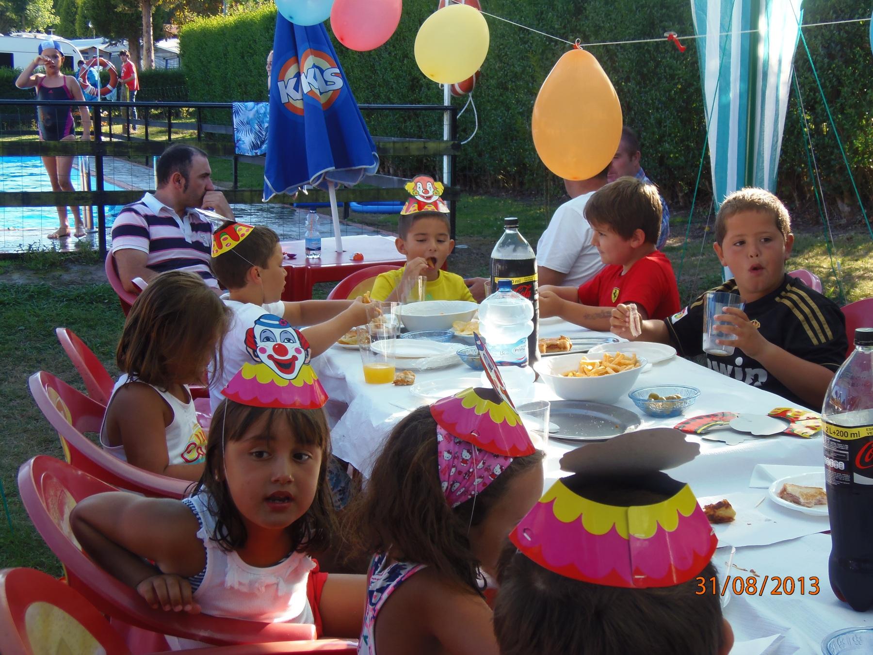 Celebra tu cumplea os en camping la rasa camping villaviciosa asturias bungalows cerca playa - Cumpleanos en piscina ...