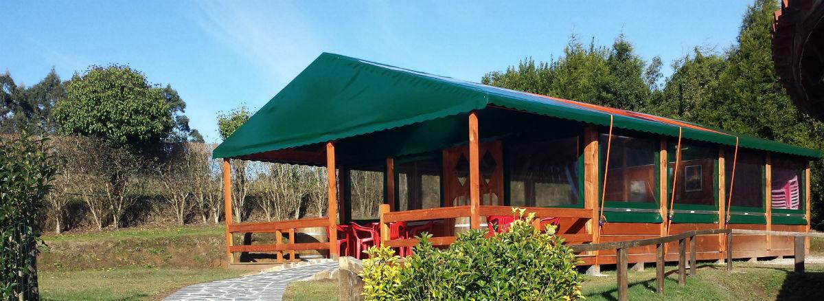 terraza-cubierta-exterior-camping-la-rasa-