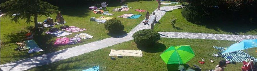 Un día de sol en la piscina