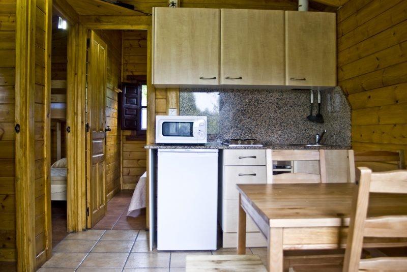 Cocina-salón bungalow dos habitaciones